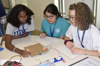 Image: Physics camp has proven benefits for high school girls